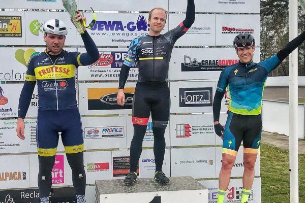 Erster Sieg in 2018 mit neuem Trikot | Felix Goeke gewinnt in Venlo